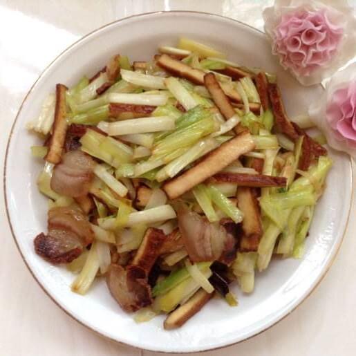 韭黄炒腊肉