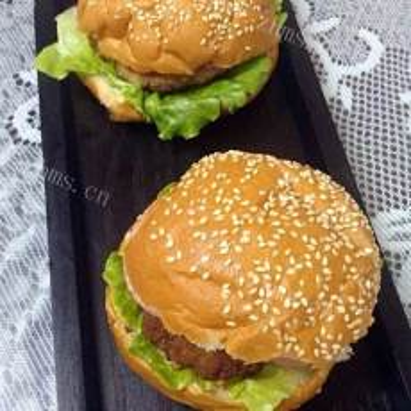 创意十足的姜末猪肉汉堡