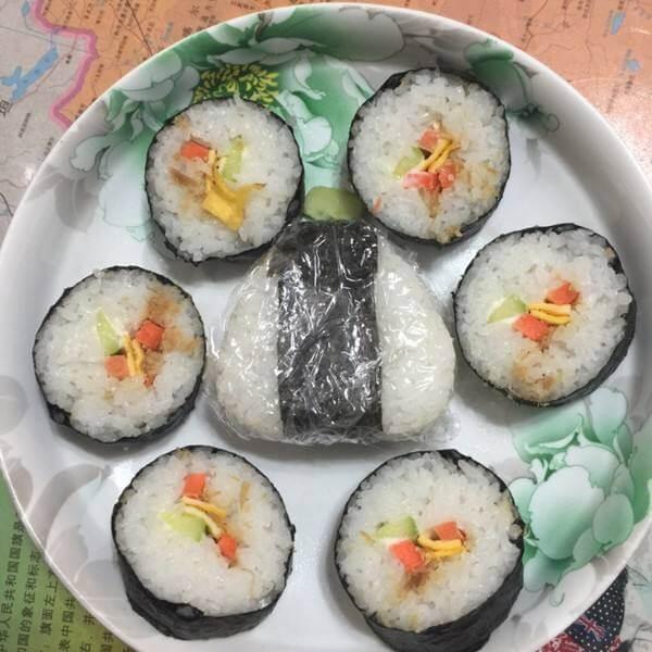吐司草莓米饭卷