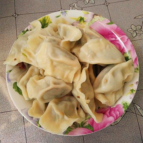 茼蒿金针菇饺子