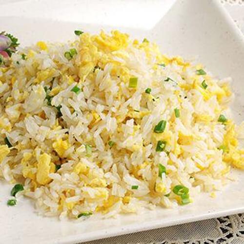 美味的豆腐彩蔬蛋炒饭