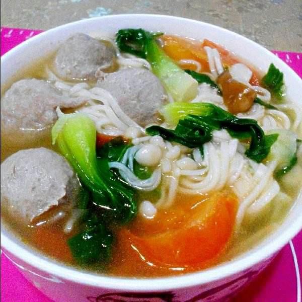 牛肉丸生菜汤面