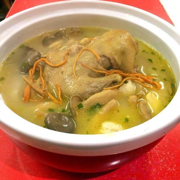 菌菇乳鸽汤