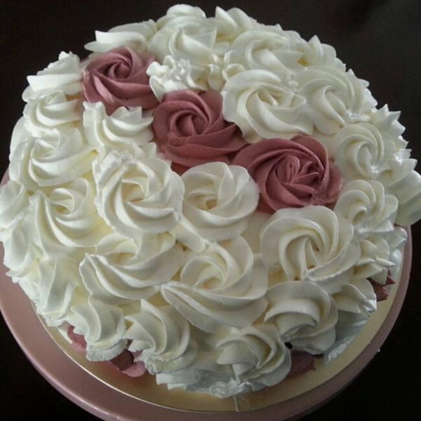 玫瑰花奶油生日蛋糕