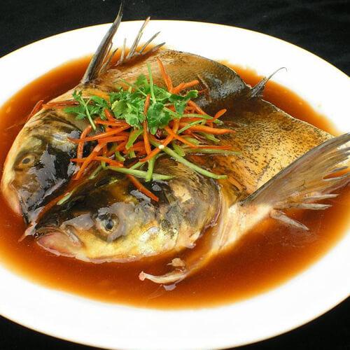砂锅焖鱼头
