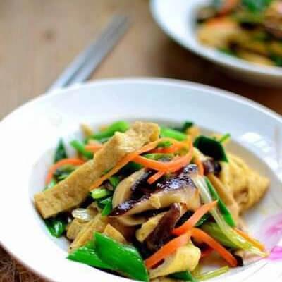 青椒豆腐丝炒香菇
