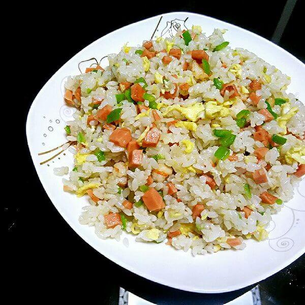 火腿海鲜炒饭