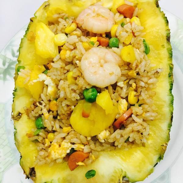 美味的菠萝虾仁蛋炒饭