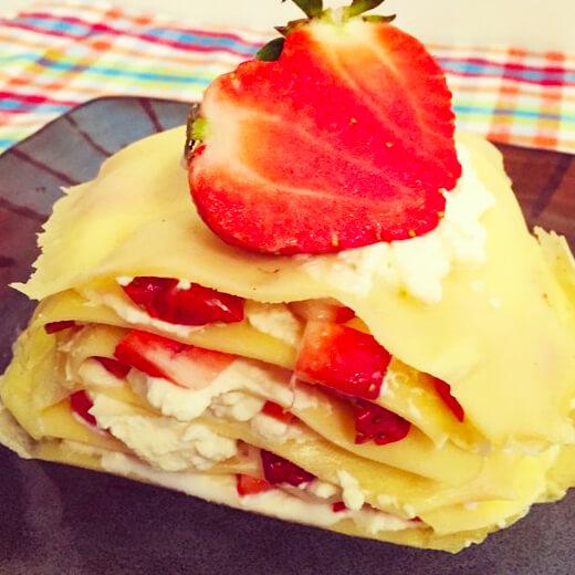 草莓酸奶千层薄饼