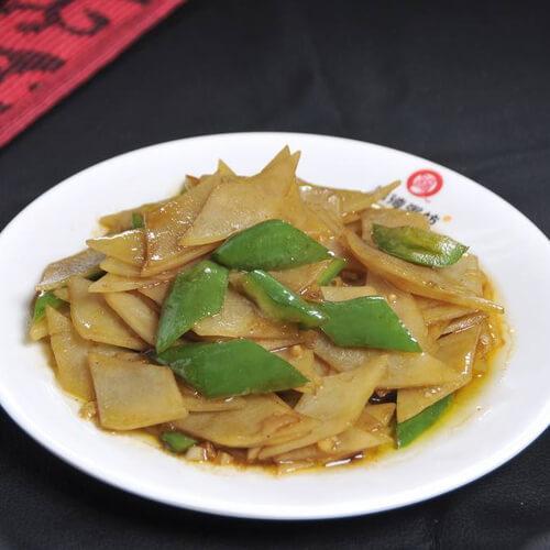 家常土豆干豆腐炒尖椒