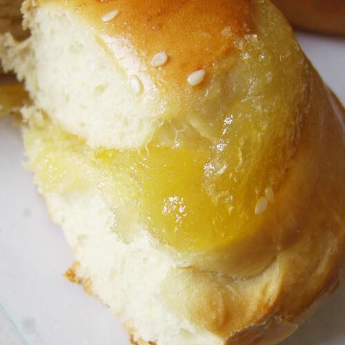 香甜的心型果酱面包