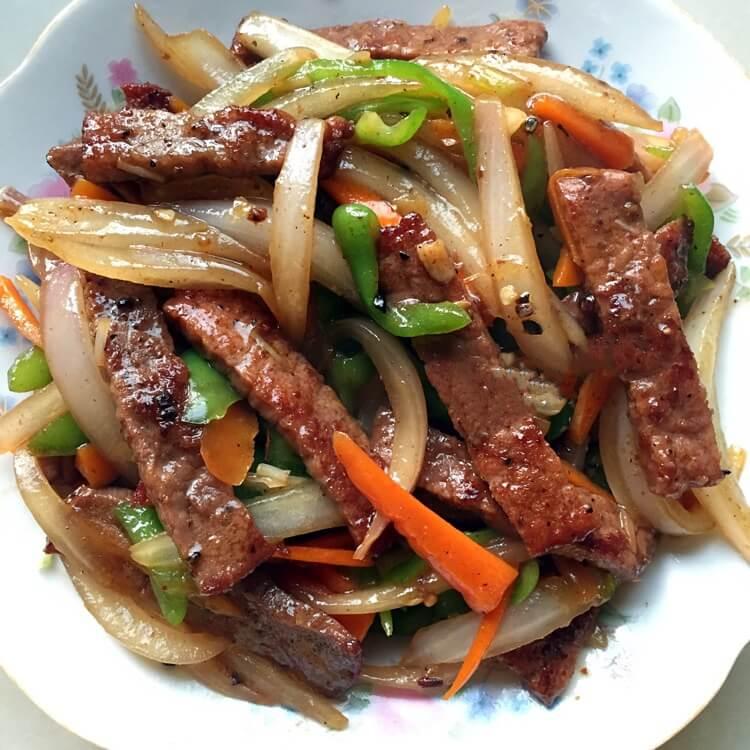 美味的黑胡椒牛肉