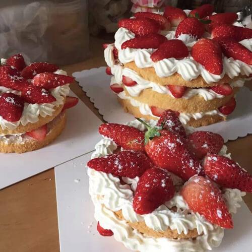 草莓花裸蛋糕