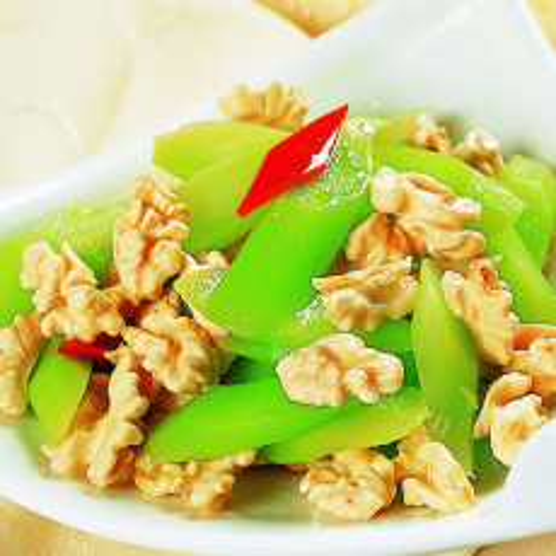 花片胡萝卜炒莴笋