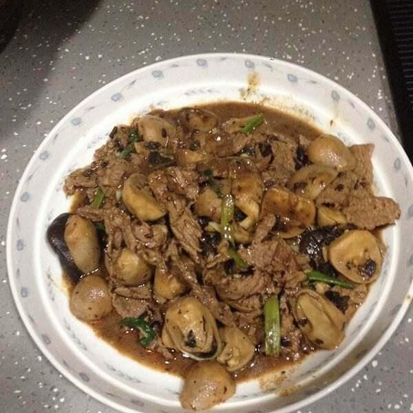好吃的蘑菇牛肉
