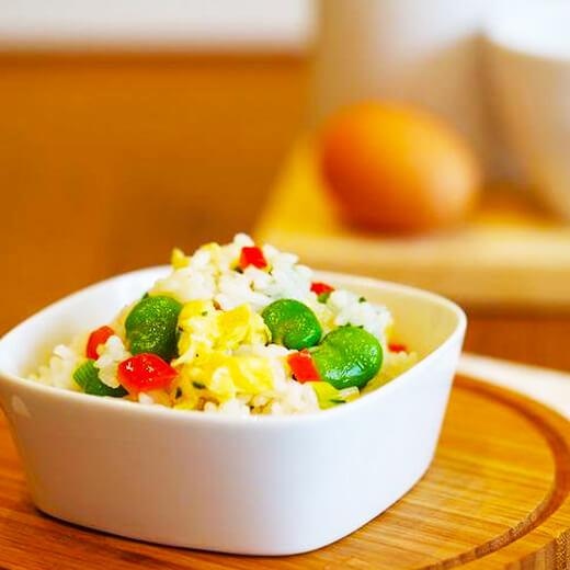 色泽鲜亮的开心蛋炒饭