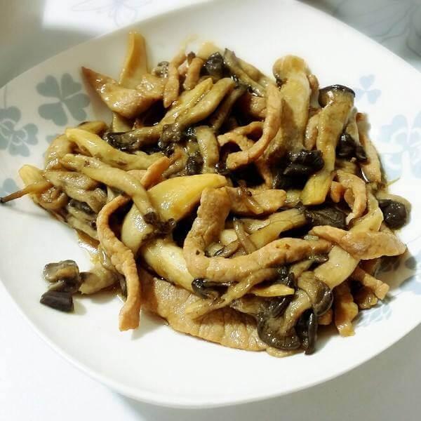 美味的小菌菇炒肉丝