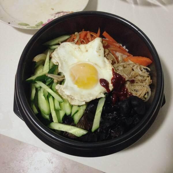 好吃的 腊肉石锅拌饭