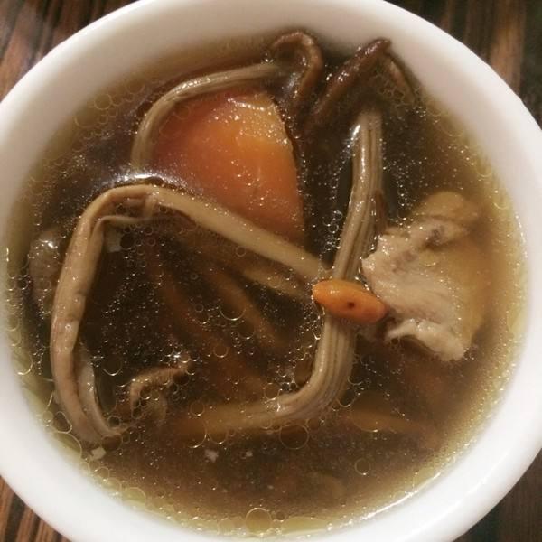 茶树菇排骨养生汤