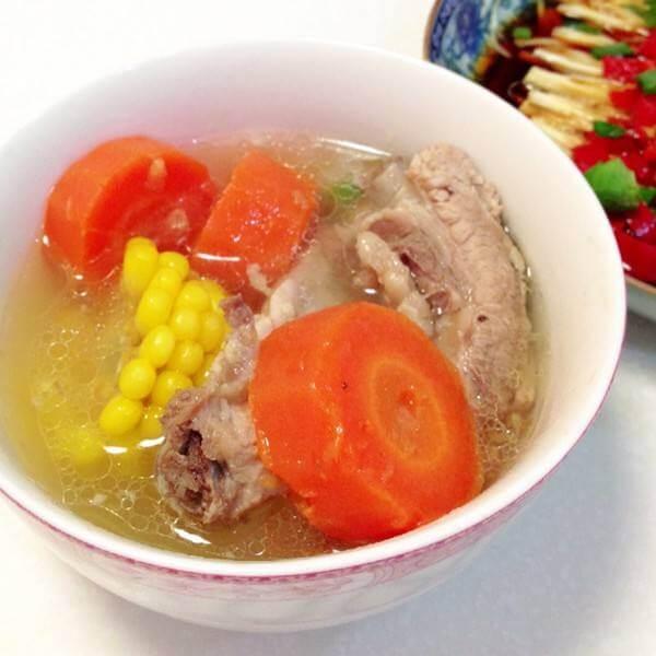 玉米萝卜腔骨汤