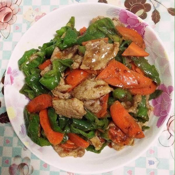 菜花炒肉片青椒