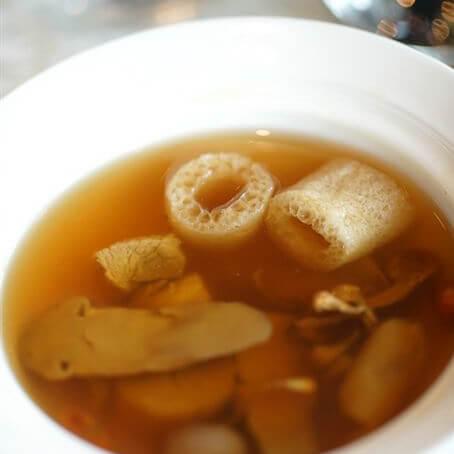 花胶松茸鸡汤