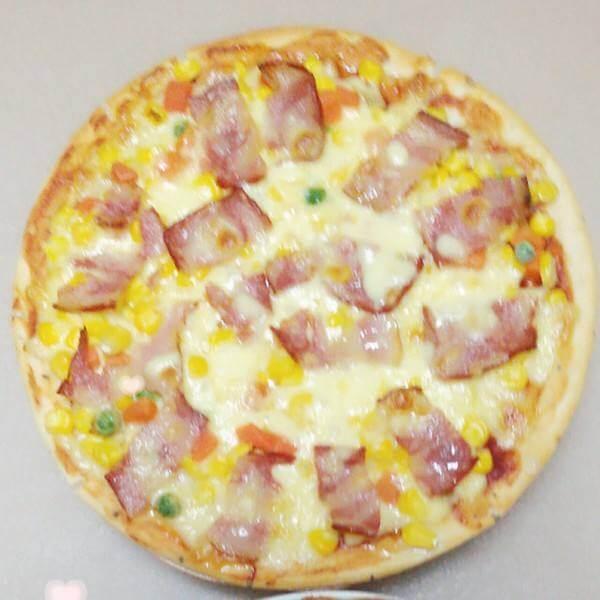 美味的火腿培根小披萨