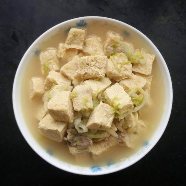 好吃的辣白菜炖冻豆腐