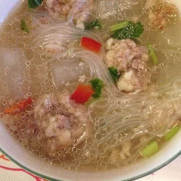 目鱼排骨粉丝汤