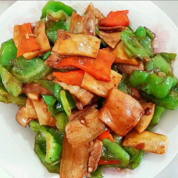 五花肉炒线椒