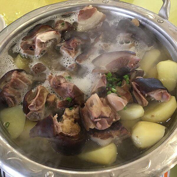 腊猪脚炖土豆