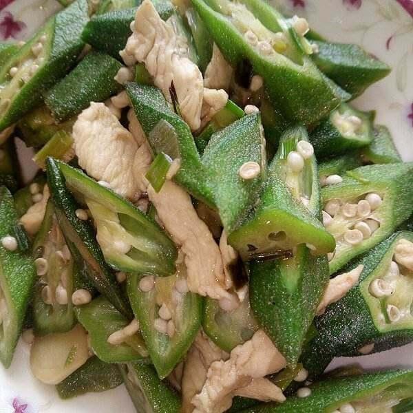 香菇鸡肉炒秋葵