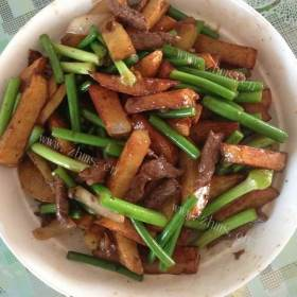培根芹菜炒土豆