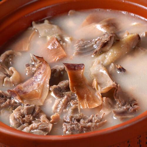 猪骨墨鱼汤