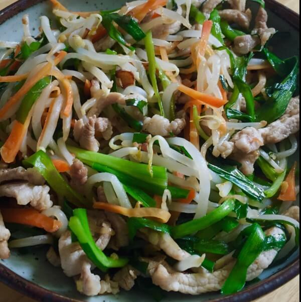 绿豆芽豆腐干炒肉丝
