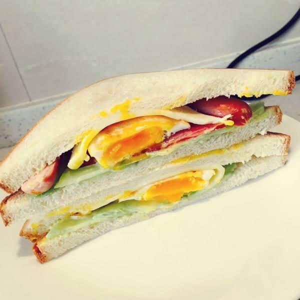鸡扒培根三明治