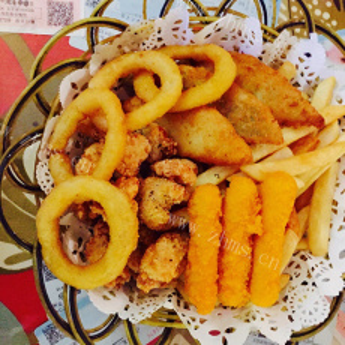 炸薯条小吃拼盘