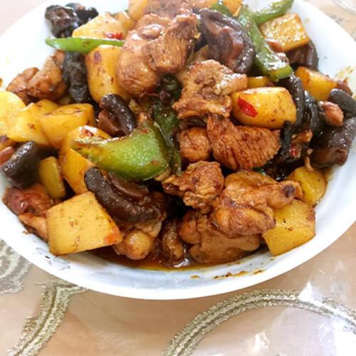 土豆木耳炖鸡肉