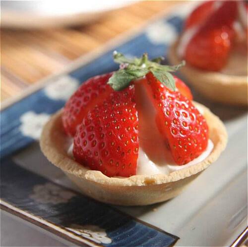 虎年情人节甜点:草莓奶油塔