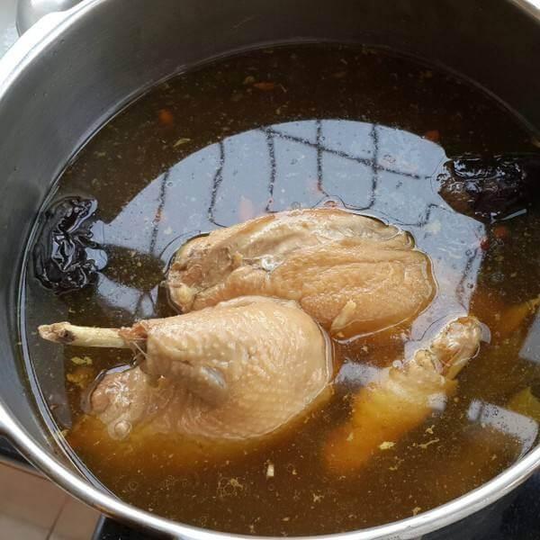 当归红枣炖鸡汤