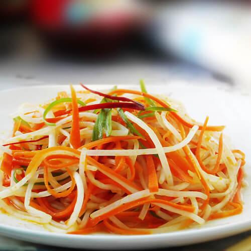 瘦肉炒红萝卜白菜