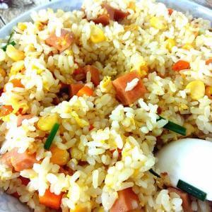 咸香的韭苔鸡蛋炒米饭