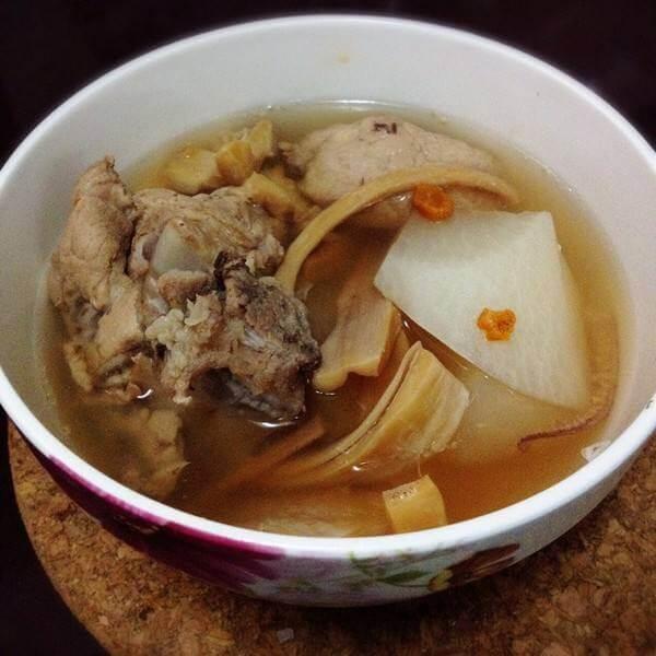家常萝卜干排骨汤