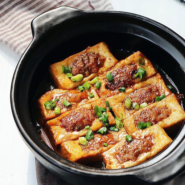 美味的家常烩卤水豆腐
