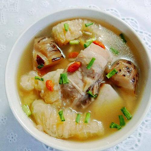 美味的鱼翅煲猪骨汤