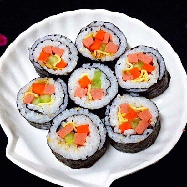 好吃的什锦火腿寿司