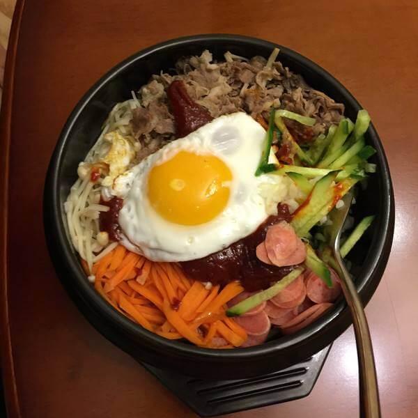 腊肉石锅拌饭
