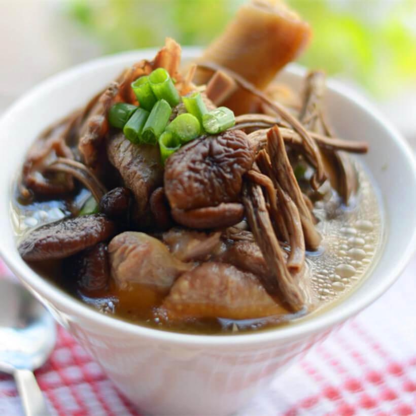 美味的茶树菇番鸭汤
