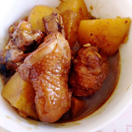 鸡肉块炖土豆