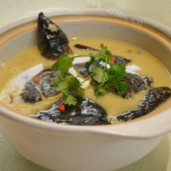美味的西红柿番茄黄甲鱼汤